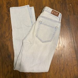 Hollister ultra high rise mom Jeans distressed